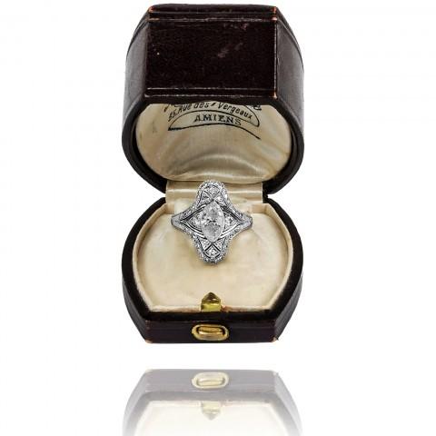 Pierścionek platynowy z diamentową markizą ~1,08ct