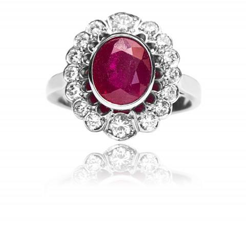 241. Złoty pierścionek z rubinem i brylantami