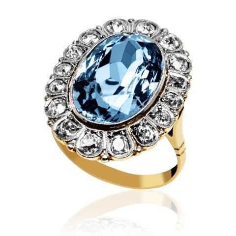 570. Pierścionek z diamentami wykonany ze złota 0.750 i platyny