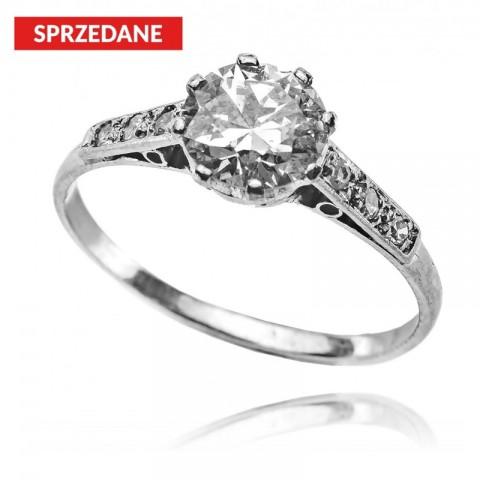 560. Pierścionek z diamentem około 1,05ct wykonany w platynie