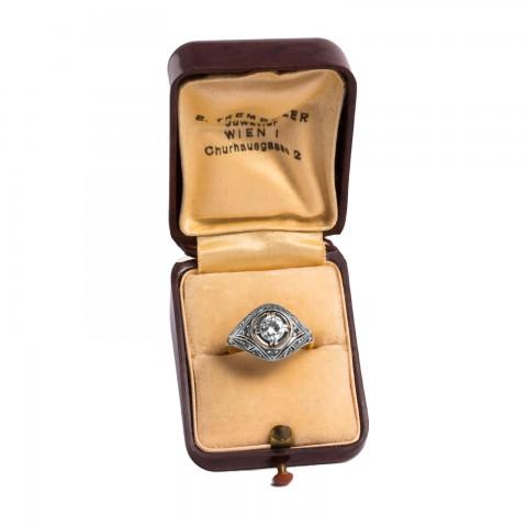 dawny pierścionek z brylantami