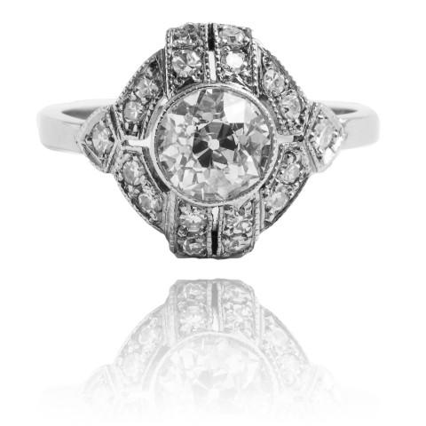 Pierścionek z diamentem wykonany z białego złota