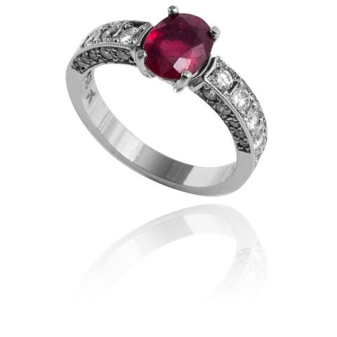 Platynowy pierścionek z rubinem ~1.40ct oraz brylantami