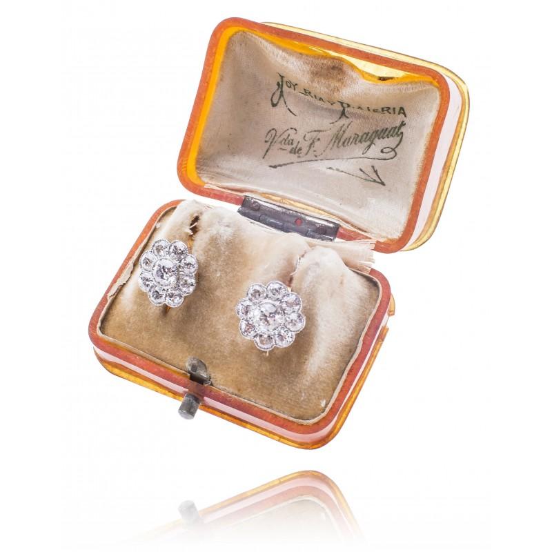 543. Kolczyki z diamentami wykonane ze złota 0.750 oraz platyny