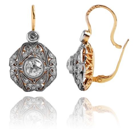 Kolczyki z diamentami oraz filigranową wycinanką wykonane ze złota