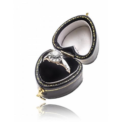 Pierścionek z brylantem wykonany ze złota pr. 0.750 oraz platyny