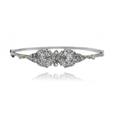 Bransoletka z motywem kwiatowym zdobiona diamentami