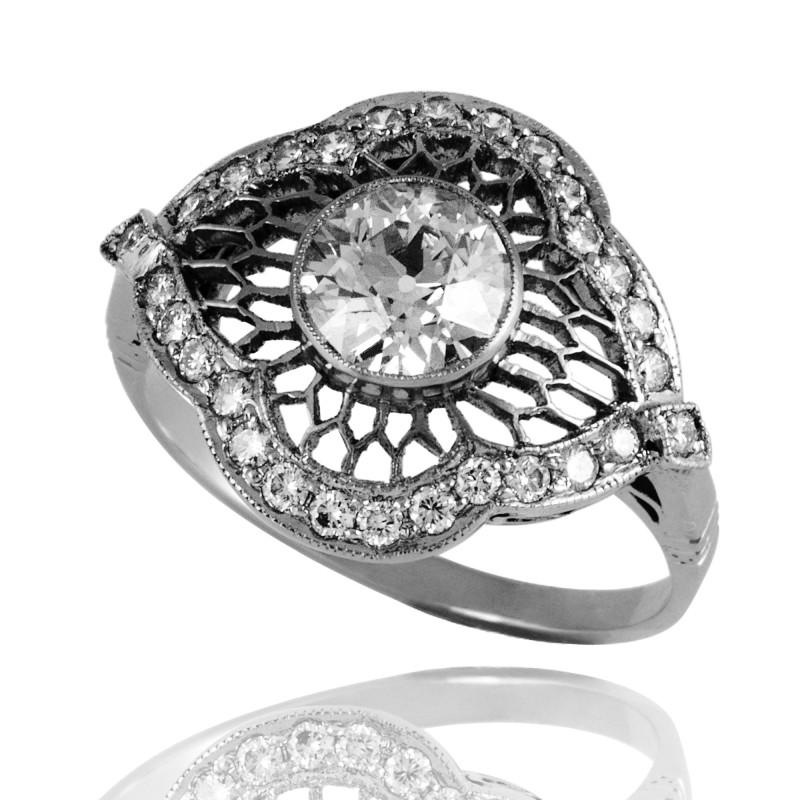 Platynowy pierścionek z diamentami ok. 1.35ct