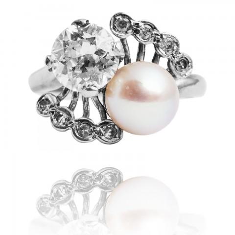 1962. Pierścionek z diamentem ok. 1.25ct oraz perłą hodowlaną