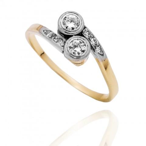 Dawny pierścionek z diamentami wykonany ze złota oraz platyny