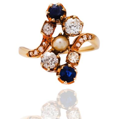 Dawny pierścionek z diamentami oraz naturalnymi szafirami