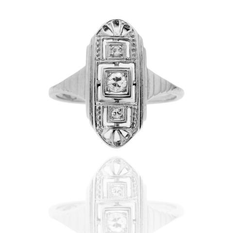 Dawny pierścionek z diamentami wykonany ze złota