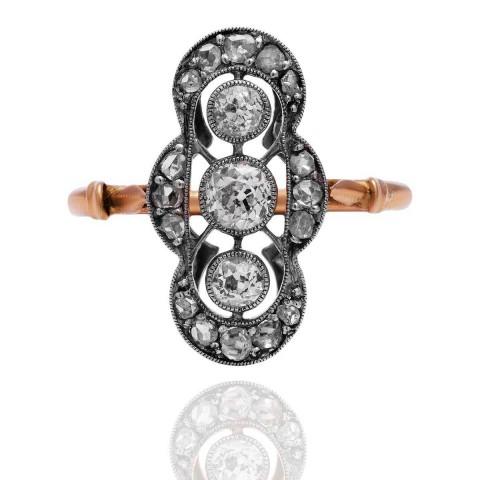 Dawny pierścionek z diamentami wykonany ze złota i platyny