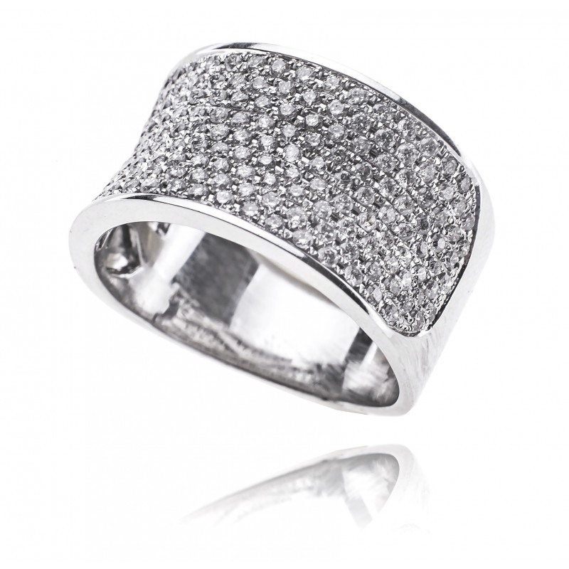 617. Pierścionek z diamentami wykonany ze złota