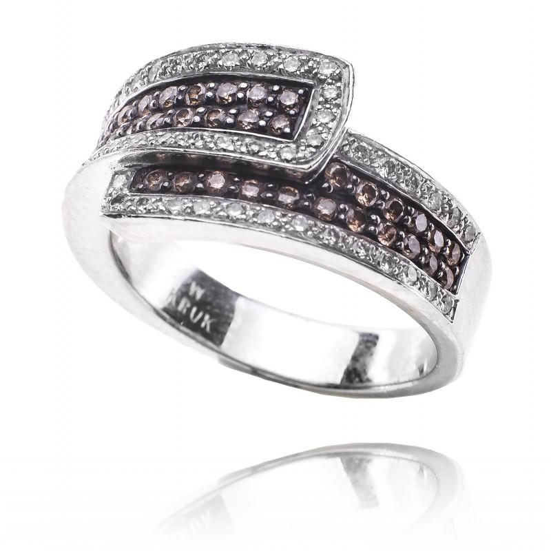 619. Pierścionek W.KRUK z diamentami wykonany ze złota