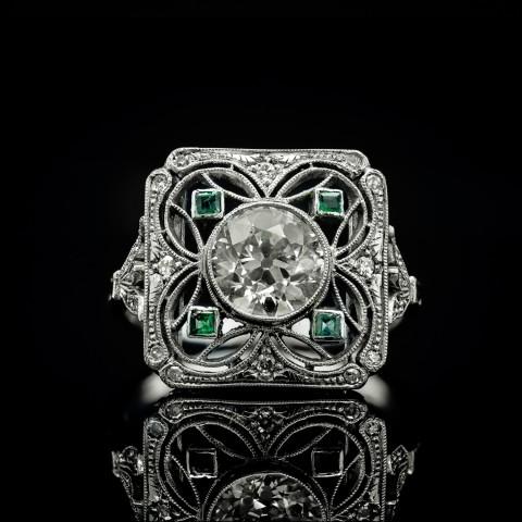 Pierścionek z diamentami ~1.46ct oraz szmaragdami wykonany z platyny