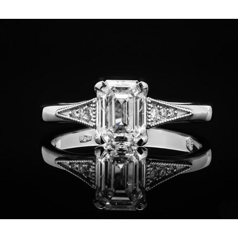 Pierścionek z diamentem w szlifie szmaragdowym ok. 1.52ct