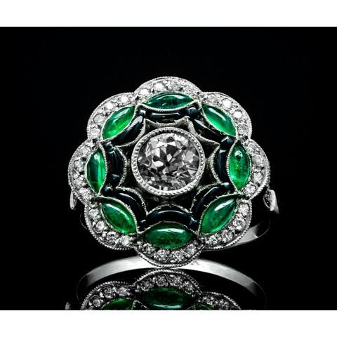 Platynowy pierścionek z diamentami, szmaragdami i onyksami