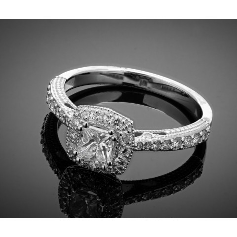 Pierścionek z diamentem - princessą ok. 0.44ct