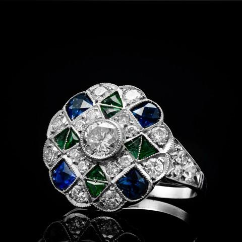 Platynowy pierścionek z diamentami, szafirami i szmaragdami