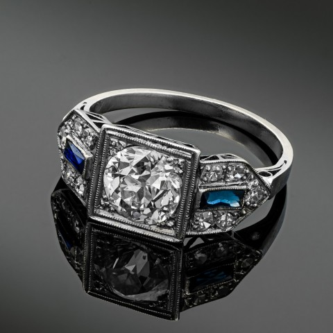 Platynowy pierścionek Art Deco z diamentem ok. 1.30ct i szafirami