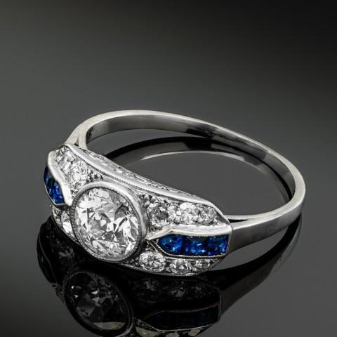 Dawny platynowy pierścionek z diamentem ok. 0.70ct i szafirami