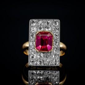Dawny pierścionek z diamentami i rubinem