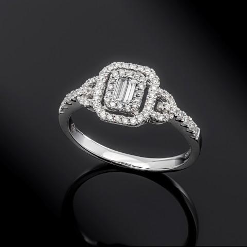 Pierścionek z diamentami ok. 0.39ct wykonany ze złota 18k