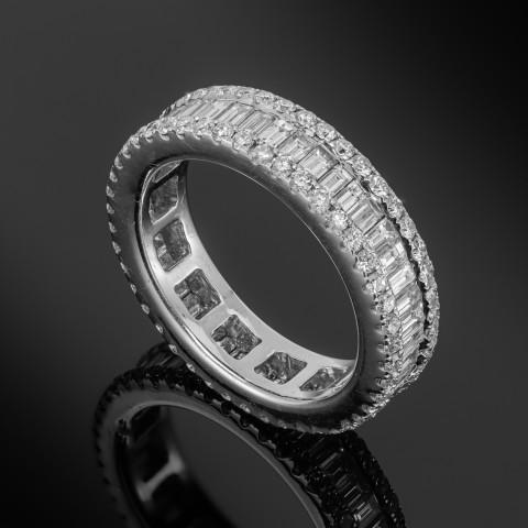 Obrączka z diamentami ok. 2.72ct wykonana z białego złota