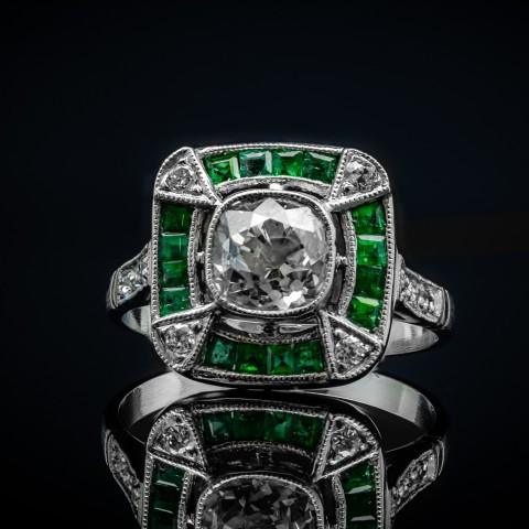 Platynowy pierścionek z szmaragdami i diamentami