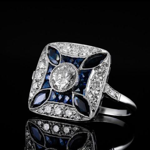Platynowy pierścionek z brylantami i szafirami