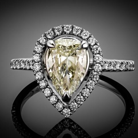 Pierścionek z diamentem (łezką) o masie ok. 1.31ct