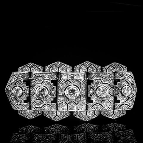 Złota broszka z diamentami o masie ok. 2.25ct
