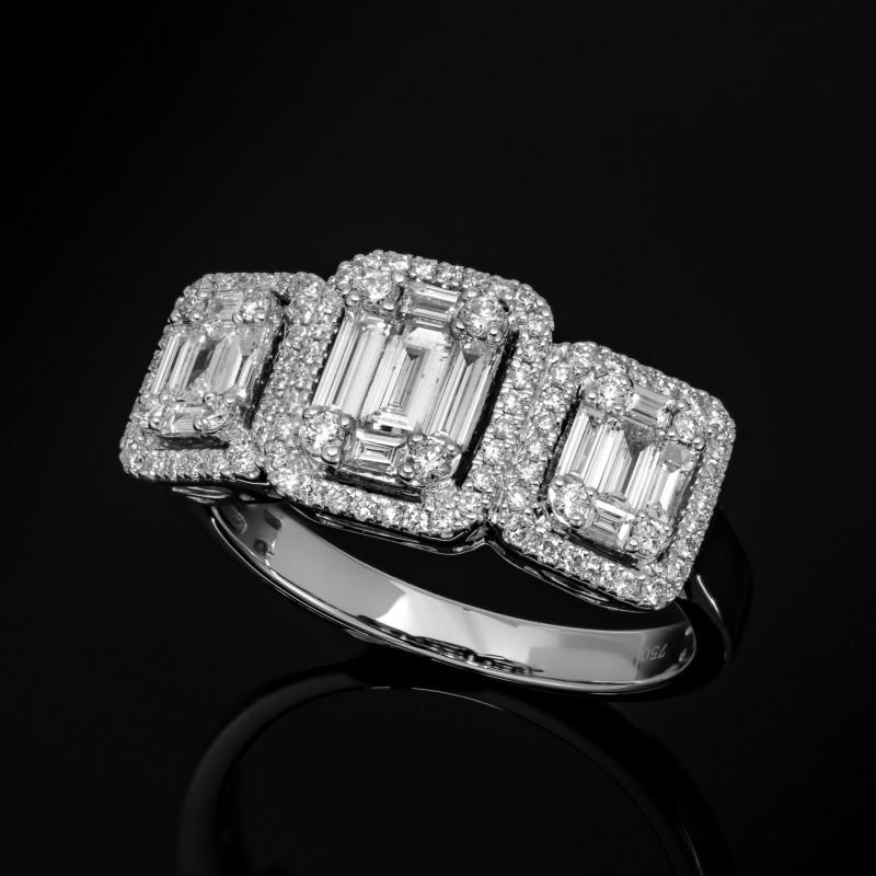 Pierścionek z diamentami o masie około 0.81ct