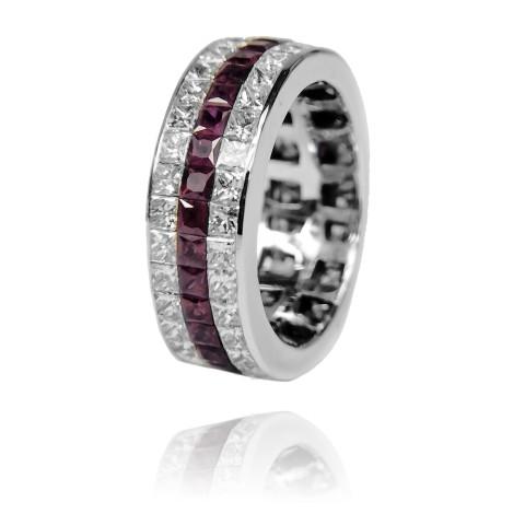 Obrączka z princessami diamentowymi i rubinami